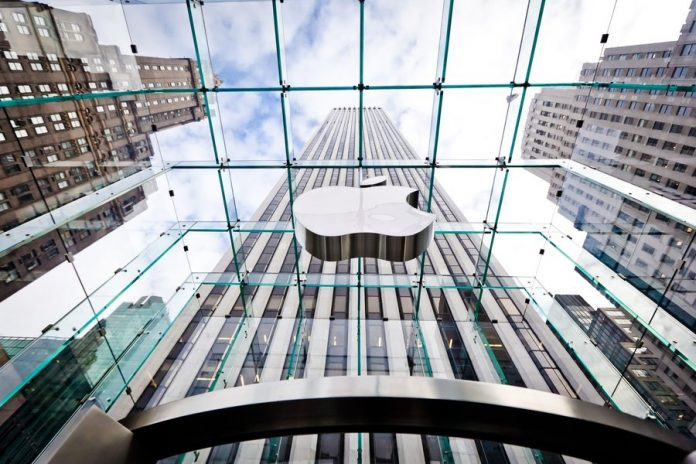 The head of the Ministry of industry and trade estimated the probability of leaving the Apple from Russia