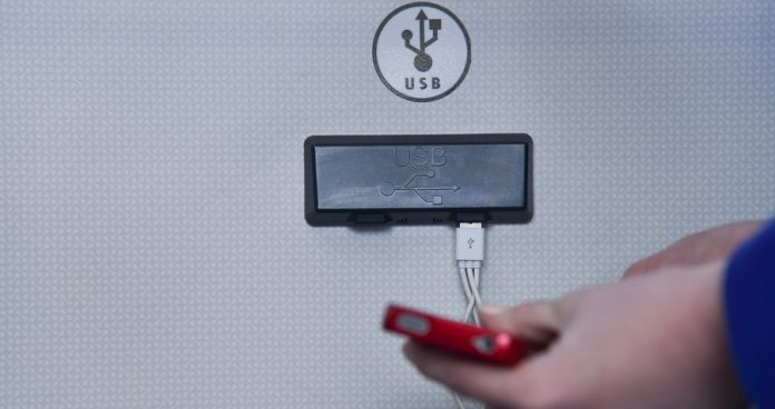 Russians warned about the dangers of charging phones in public areas
